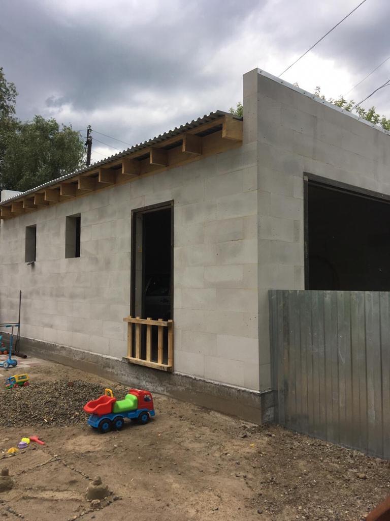 Строим вместительный гараж из газобетона.