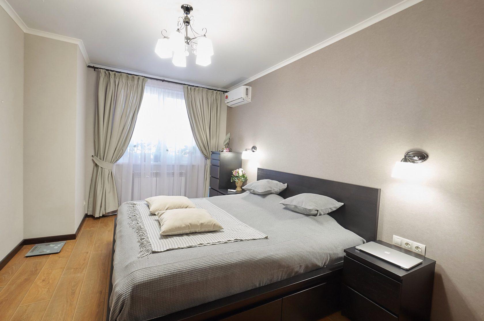 Отличное решение для спальни средних размеров.
